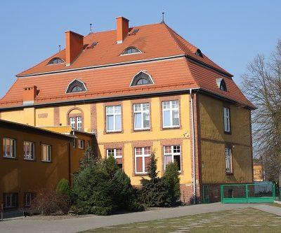 Szkoła Podstawowa nr 1 im. Mikołaja Kopernika w Prochowicach - budynek szkoły