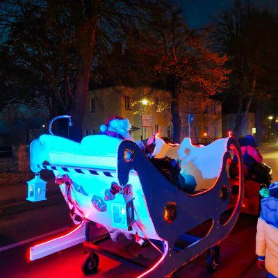 Św. Mikołaj w saniach przemierza Prochowice
